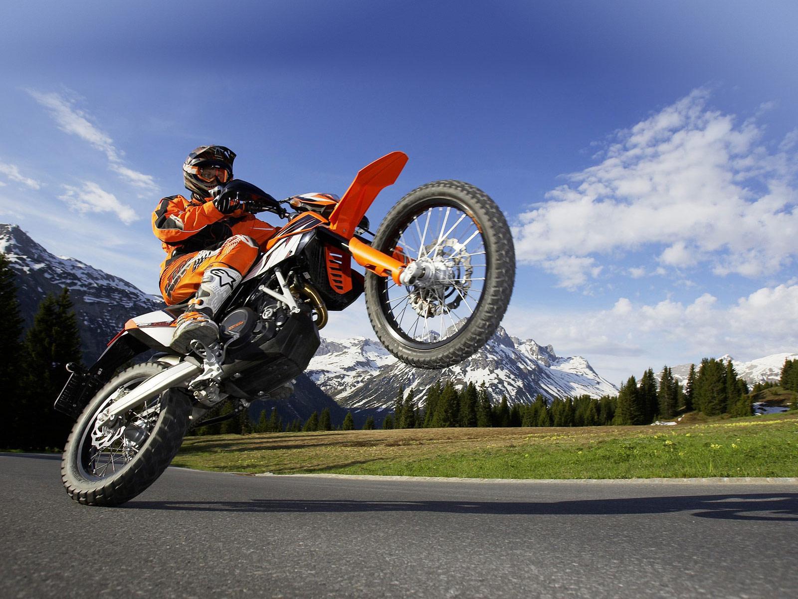 На кроссовом мотоцикле по дорогам общего пользования